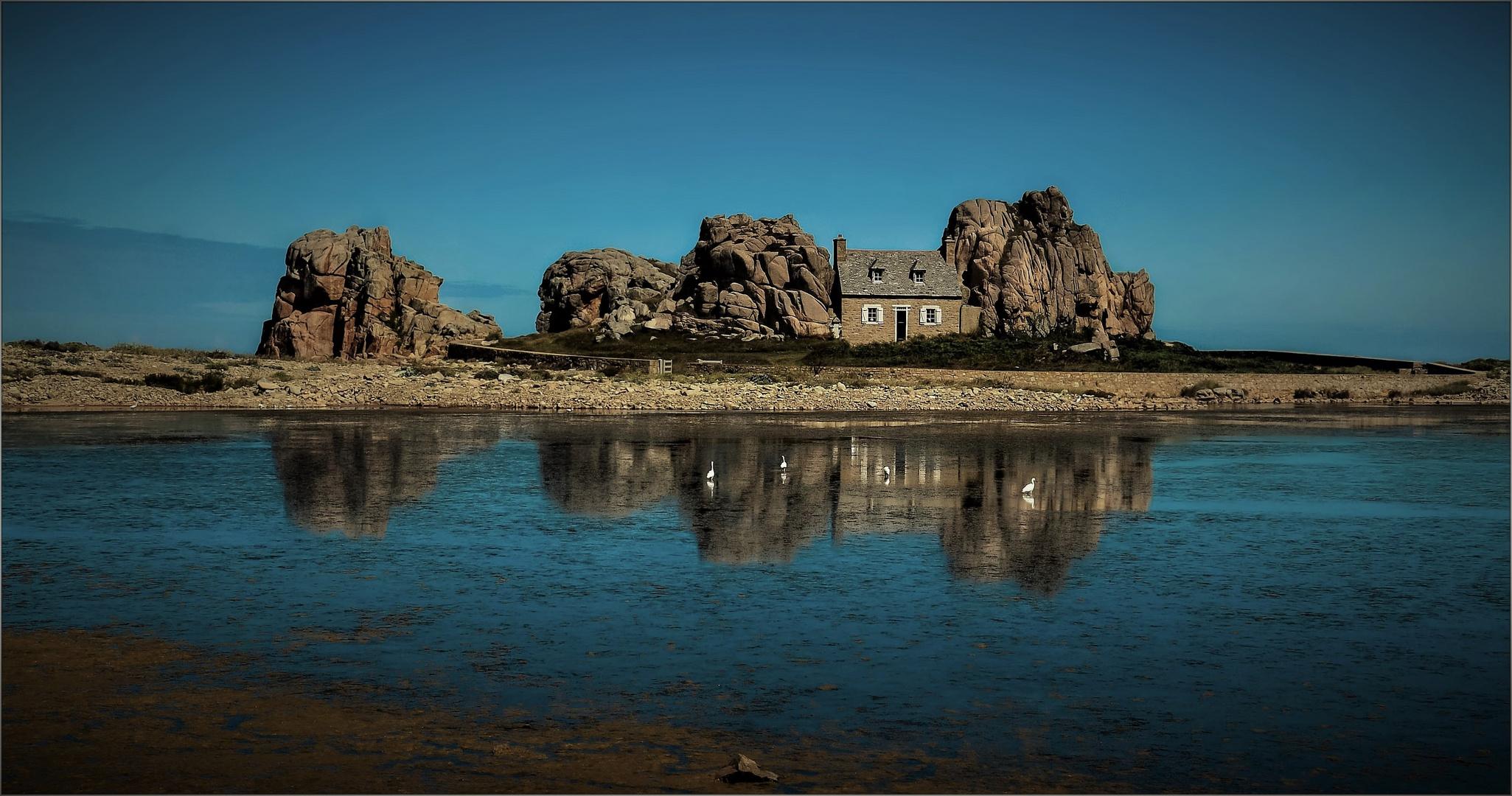 Das Haus zwischen den Felsen ...