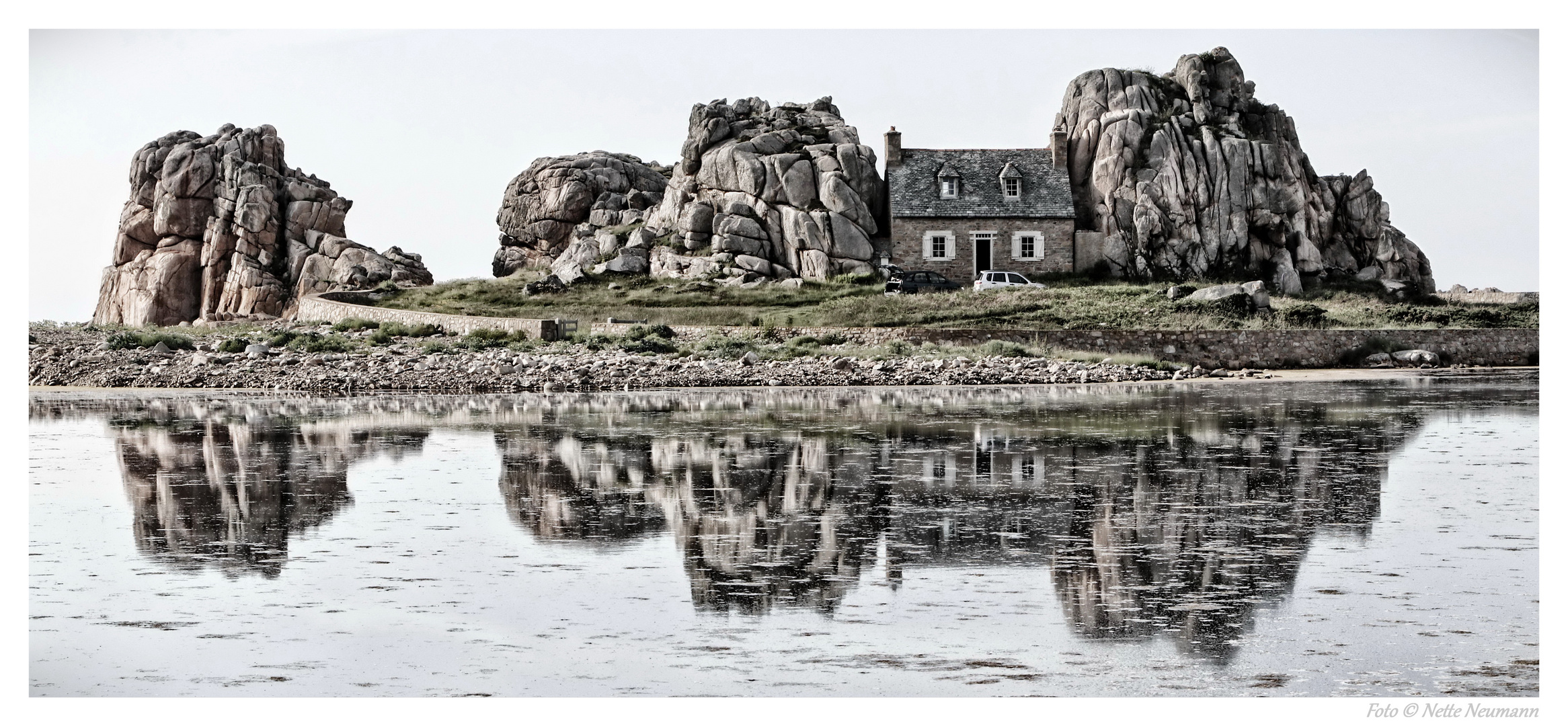 Das Haus zwischen den Felsen