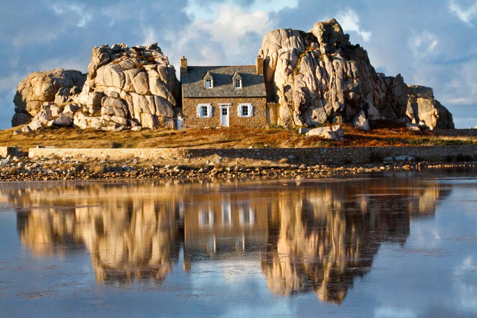 Das Haus zwischen den Felsen II Foto & Bild | europe