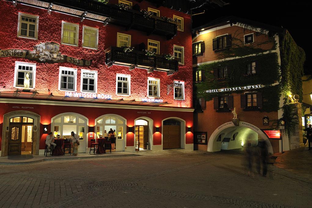 Das Hotel Weisses Rössl bei Nacht