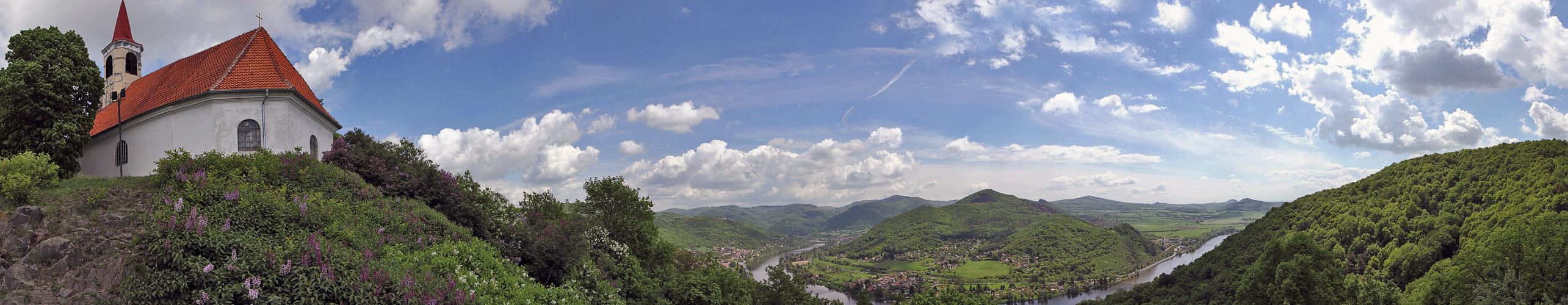 Das hübsche böhmische Dubitzer Kirchlein mal nicht von einem Gipfel oder Aussichtspunkt...