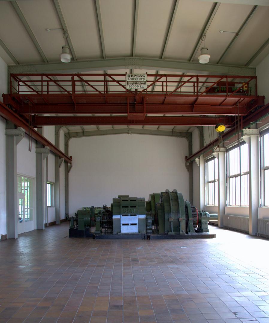 Das innere in der Halle 2 auf Zollverein der Stromgenerator