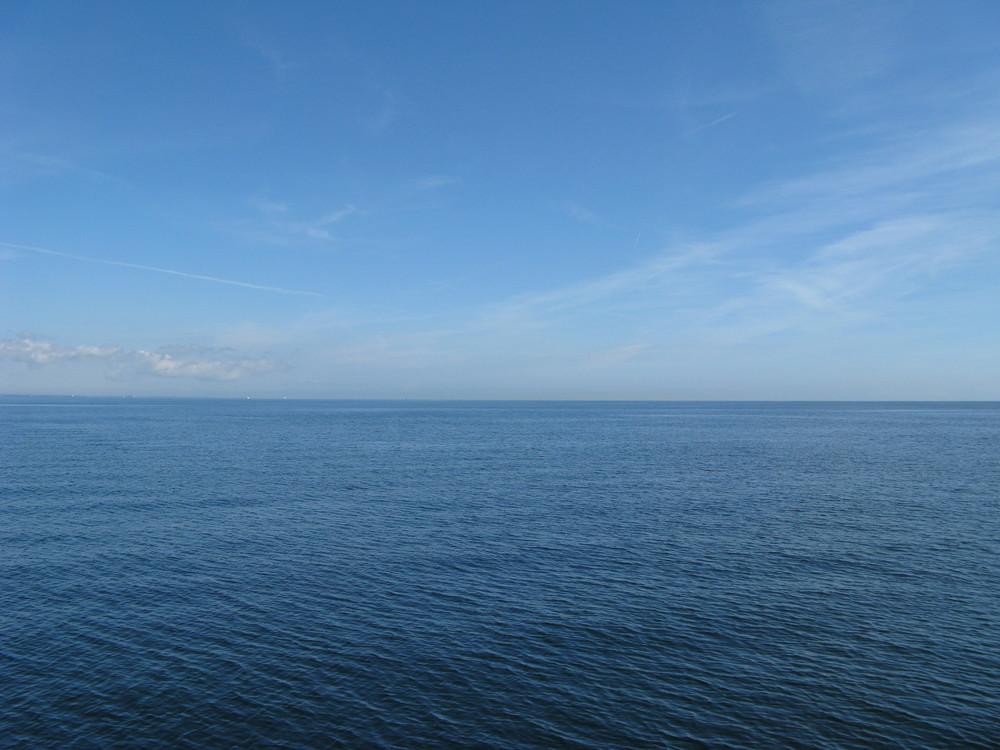 Das ist mal ein Bild der ruhigen Ostsee / Travemünde