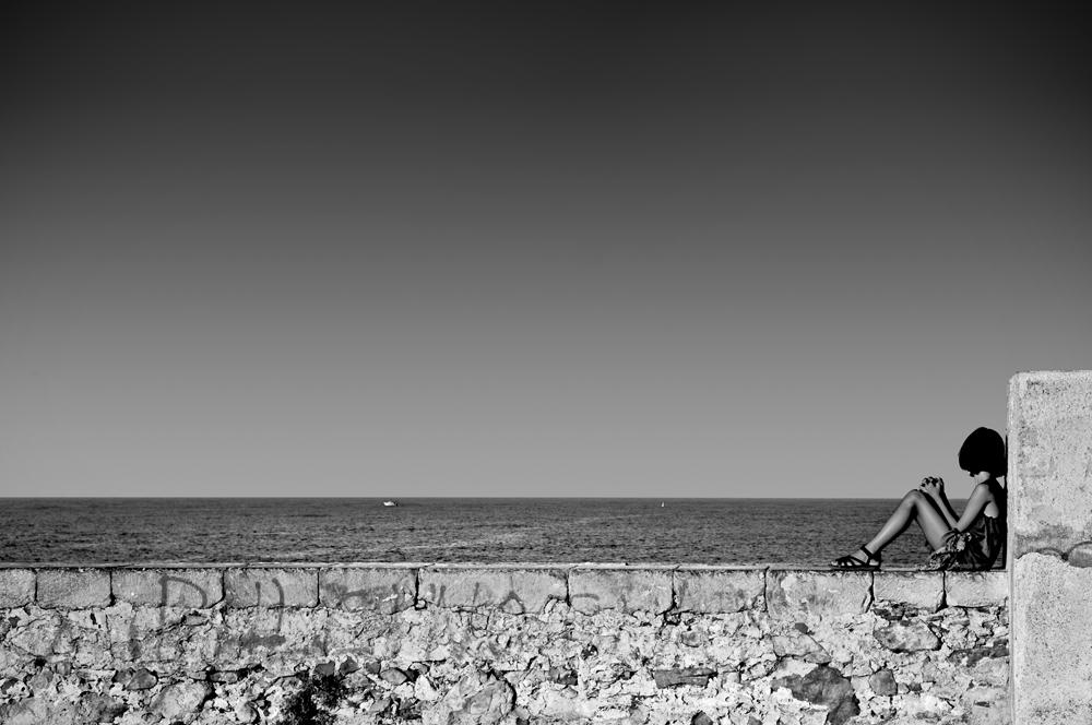 Das junge Mädchen und das Meer