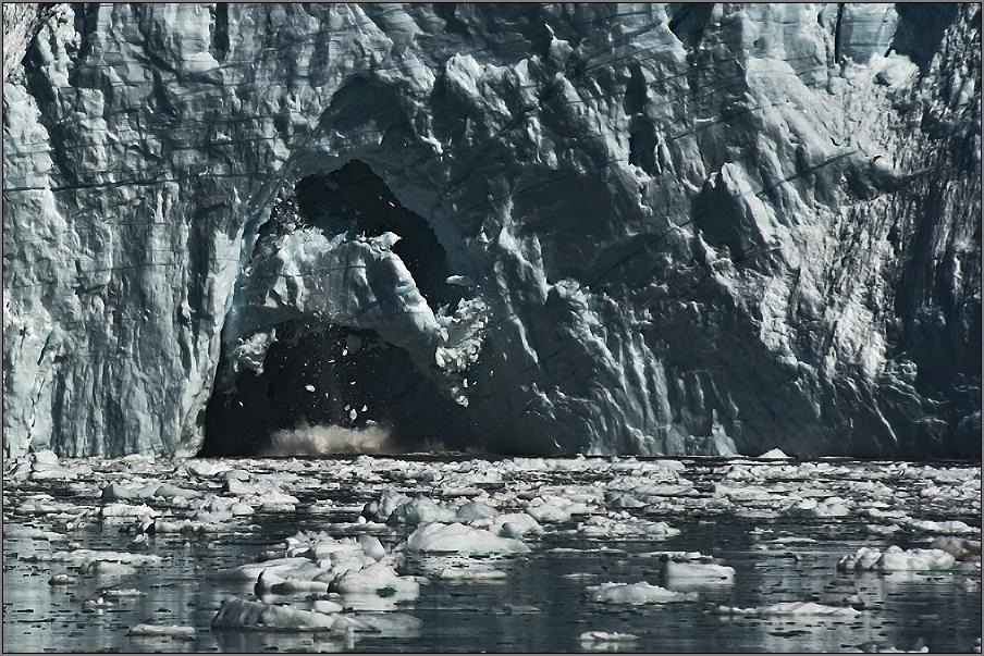 das kalben eines gletschers