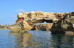 Das Kamarola-Felsentor auf Kreta.