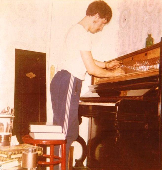 Das Klavier wird gestimmt