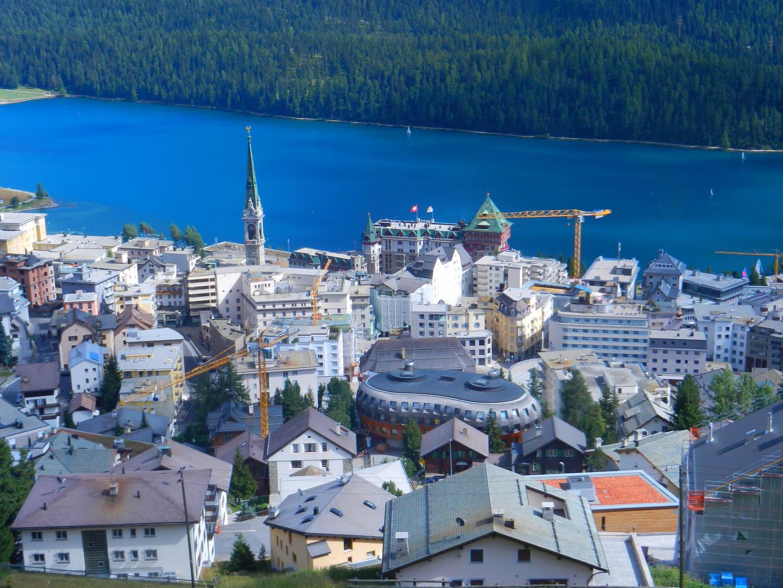Das kleine Dorf in den Alpen