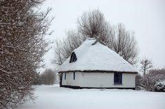 Das kleine Hexenhaus im Winter von der Insel Hiddensee
