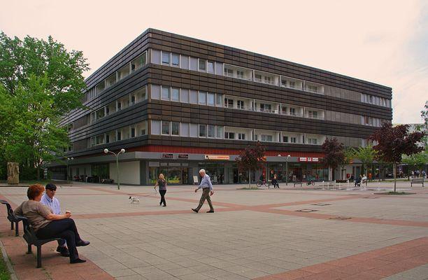 Das Konsument-Kaufhaus am Anton-Saefkow-Platz