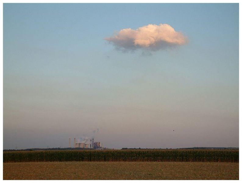 das Kraftwerk und seine Wolke