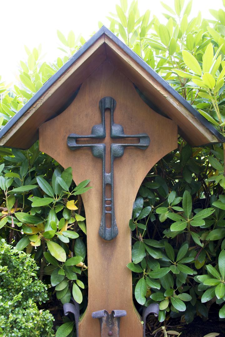 Das Kreuz unter dem Dach