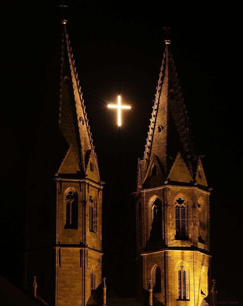 -Das Kreuz zwischen den Türmen-