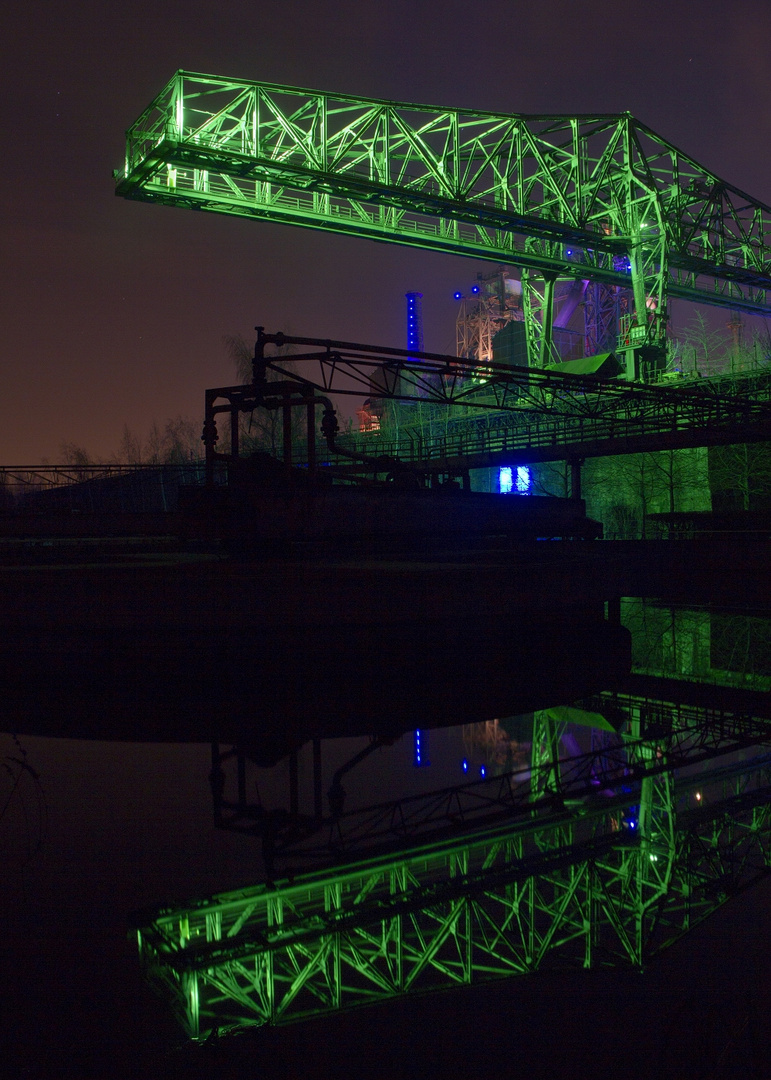 """Das """"Krokodil"""" mit Lichtinstallationen und Spiegelung im LaPaDu"""