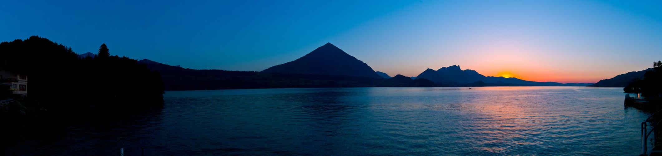 Das letzte Licht am Thuner See