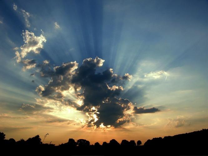 ^das Licht der Sonne