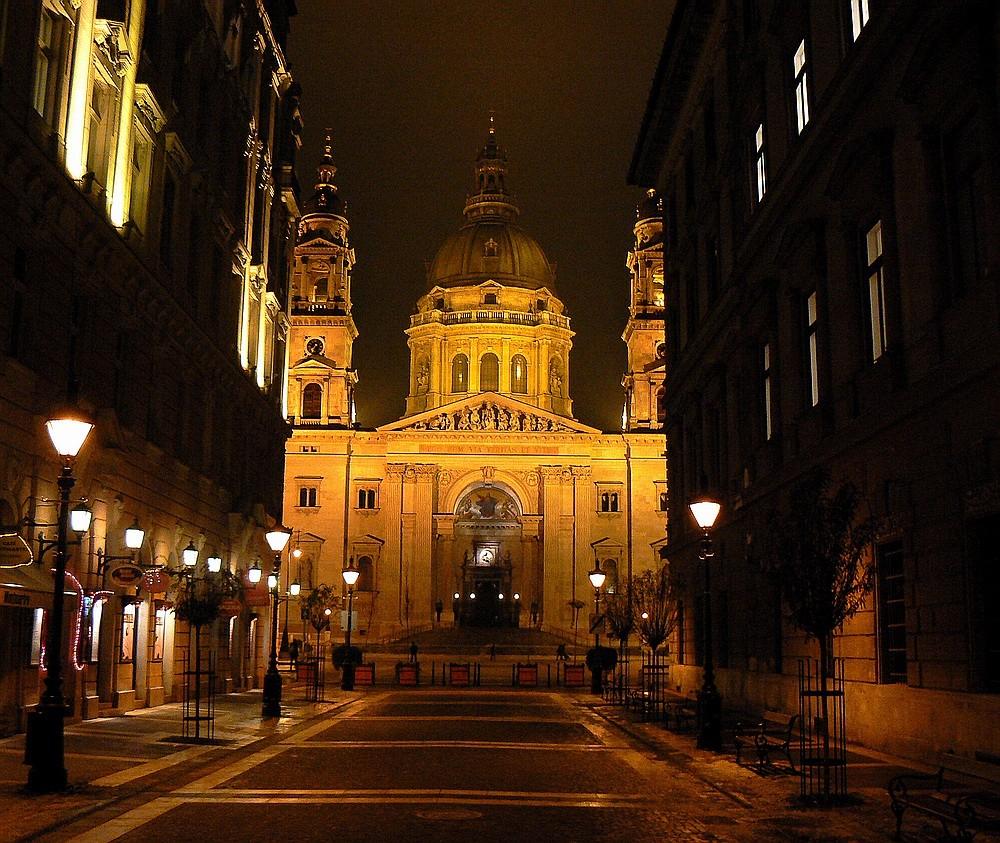 Das Licht und die Lichter - Weg zur Basilika