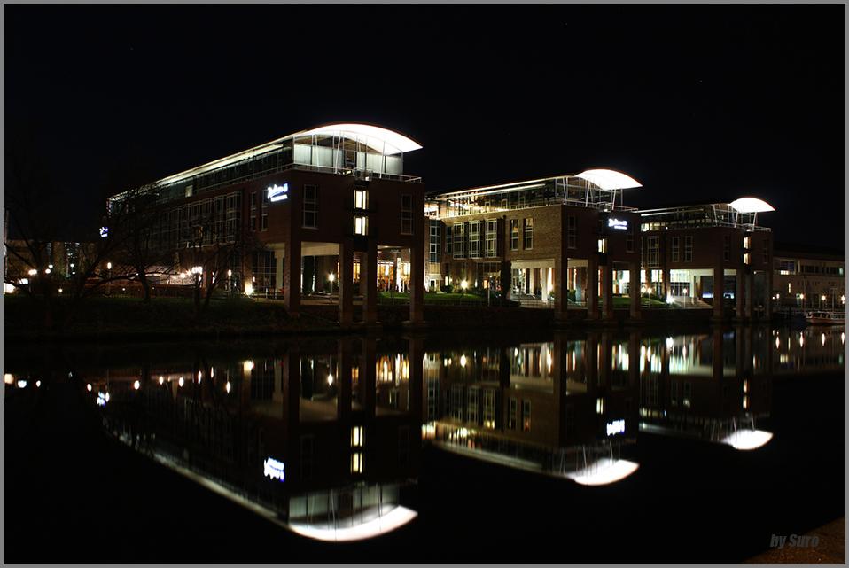 Das Lübecker Radisson Hotel bei Nacht
