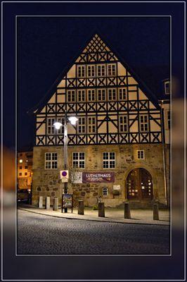 Das Lutherhaus in Eisenach bei Nacht