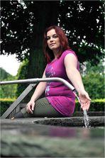 Das Mädchen am Brunnen