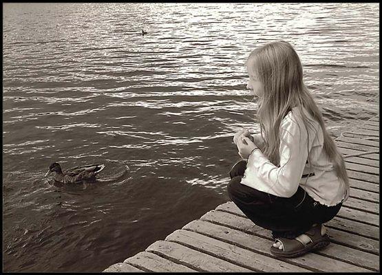 das Mädchen am Fluss