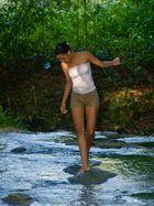 Das Mädchen auf den Steinen