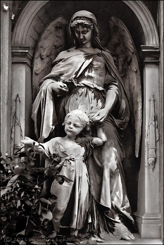 . . . das mädchen, das nach dem regen fühlt, und der geistesabwesende engel . . .
