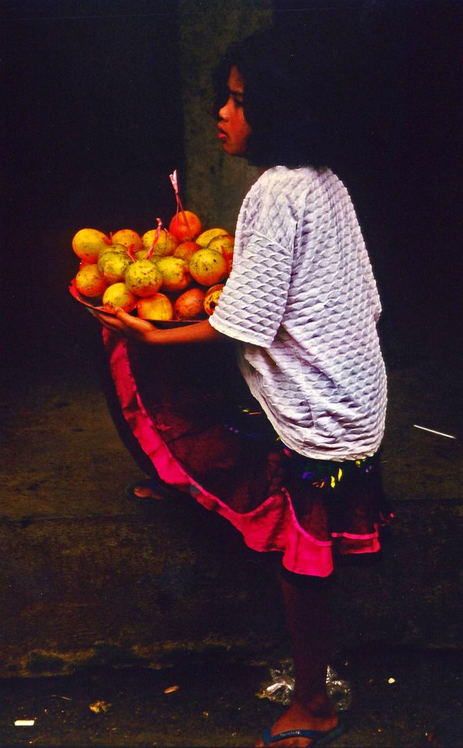 das mädchen mit den granatäpfeln