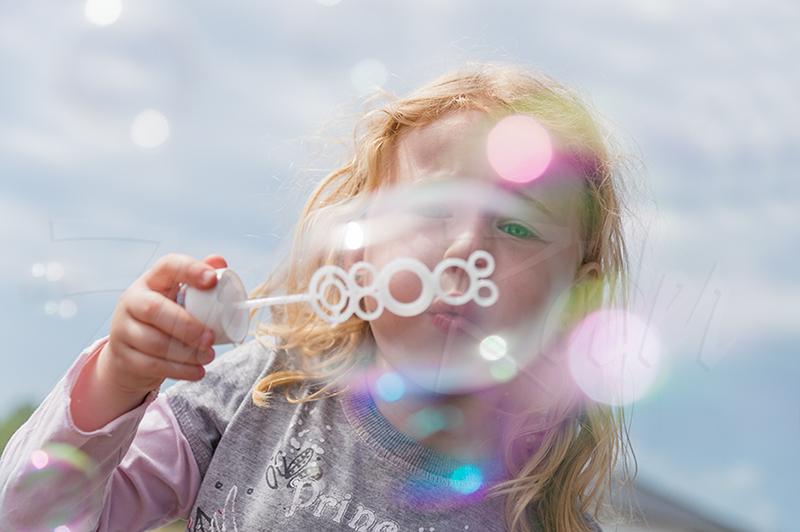 Das Mädchen mit den Seifenblasen