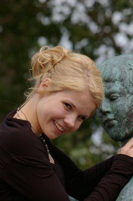 Das Mädchen und die Statue