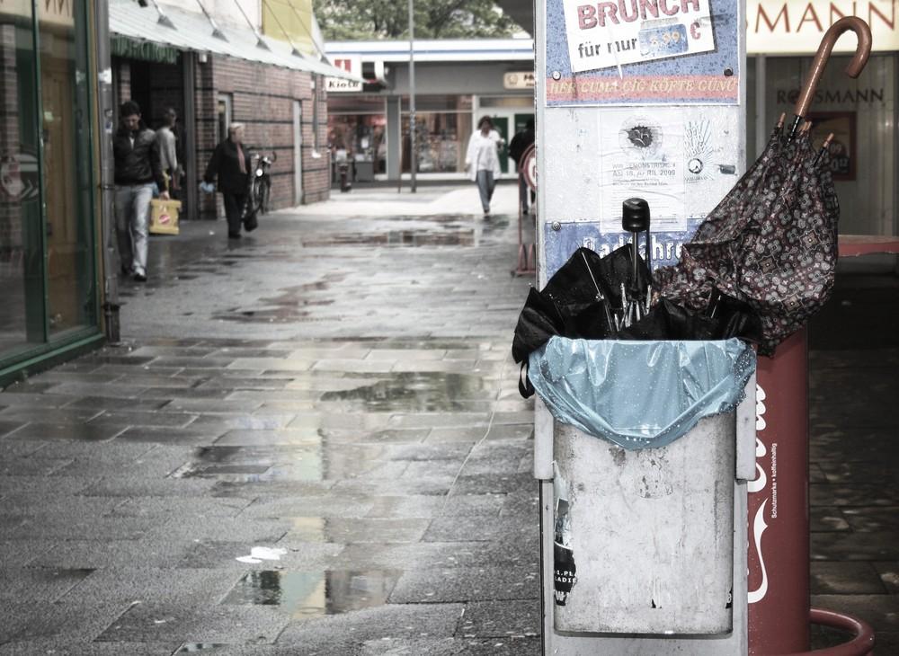das märchen vom kaputten regenschirm und der kleinen pfütze