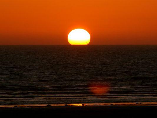 Das Meer verschluckt die Sonne