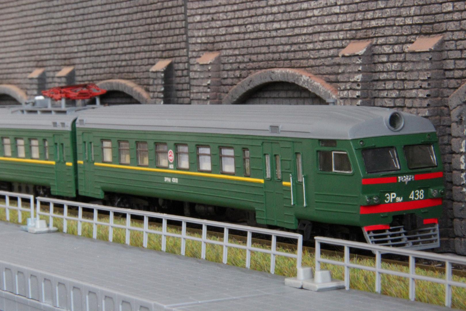 Das Modell aus Russland (a)