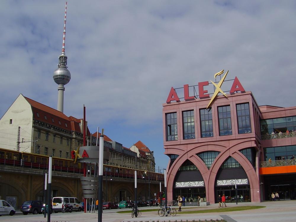 das neue einkaufszentrum in berlin mitte am alexanderplatz alexa foto bild deutschland. Black Bedroom Furniture Sets. Home Design Ideas