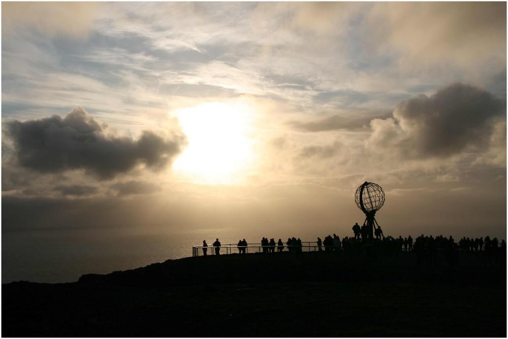 Das Nordkap im Gegenlicht um Mitternacht 18. Juni 2009