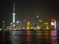 Das obligatorische Nachtbild vom Bund Richtung Pudong