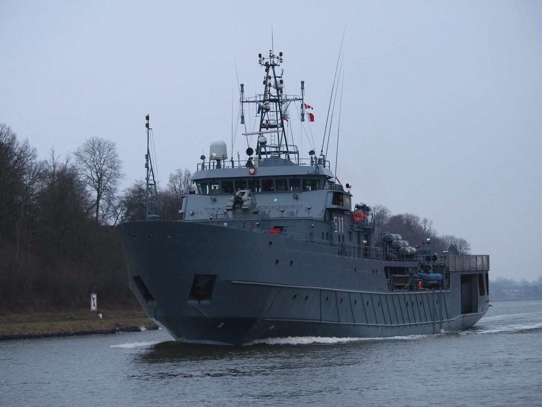Das polnische Kriegsschiff O.R.P. CZERNICKI auf dem Nord-Ostsee-Kanal
