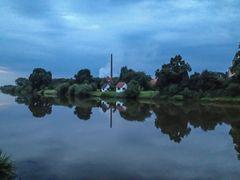 Das rechte Weserufer in Hoya nach einem Regenguss