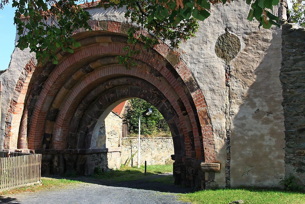 Das Romanische Klosterportal...