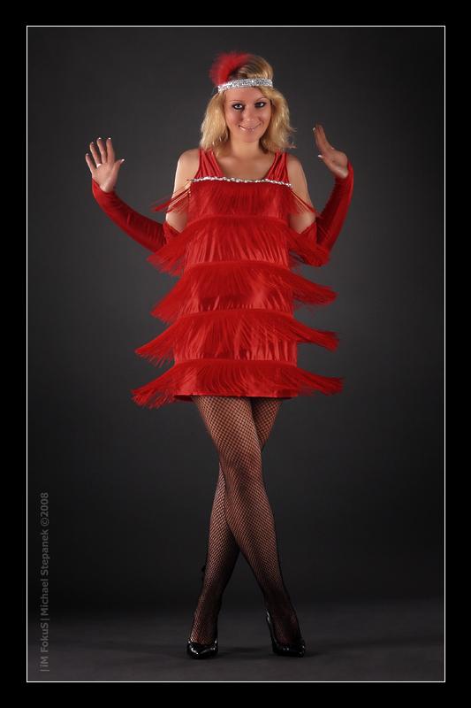 Das rote Fransen-Kleid