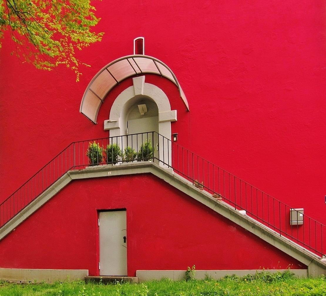 Das rote Haus im Grünen