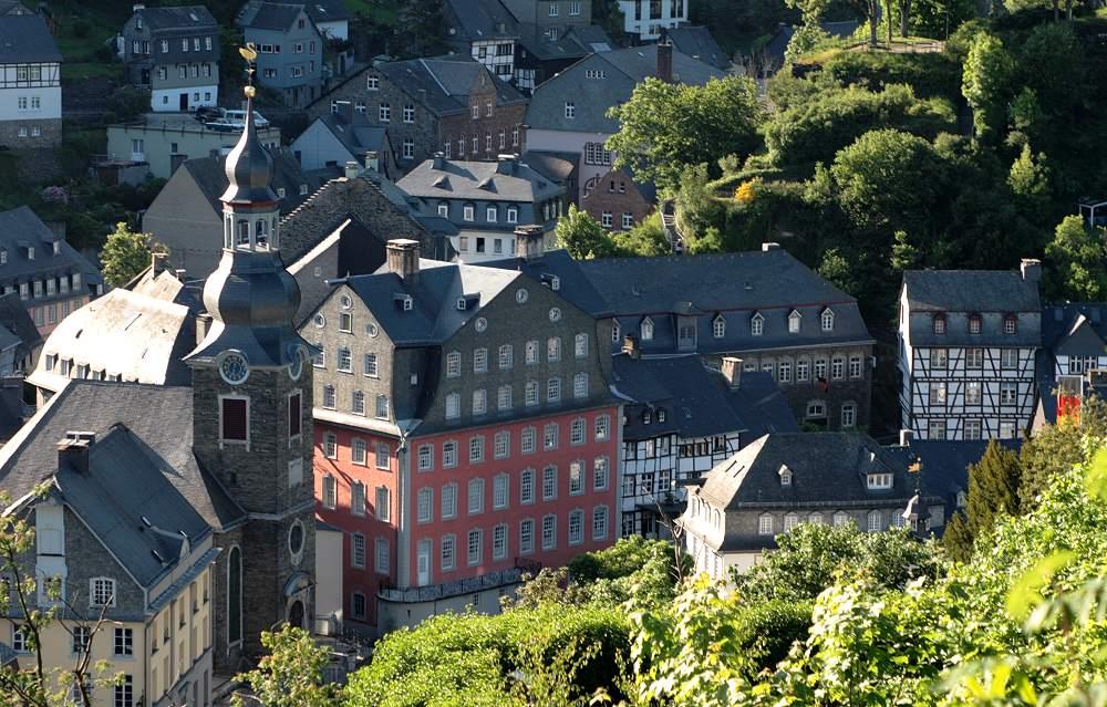 das rote haus monschau foto bild deutschland europe nordrhein westfalen bilder auf. Black Bedroom Furniture Sets. Home Design Ideas