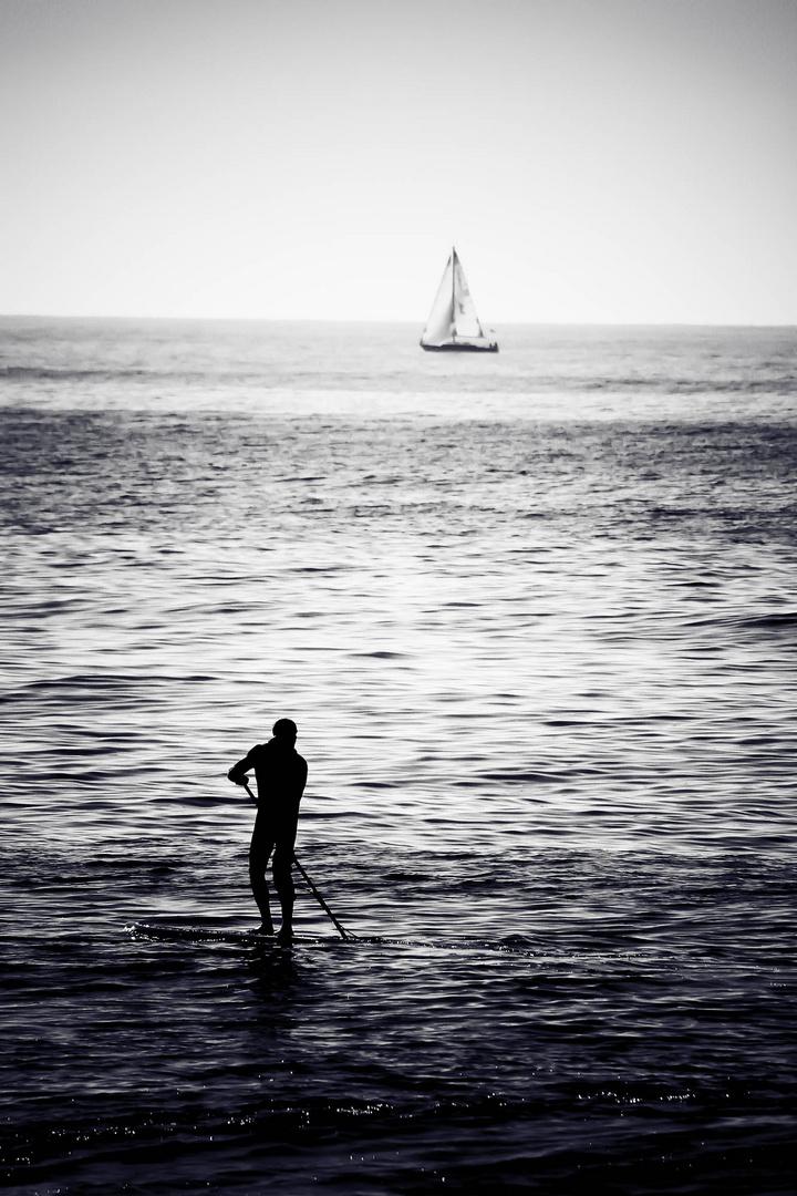 Das Segelboot des kleinen Mannes