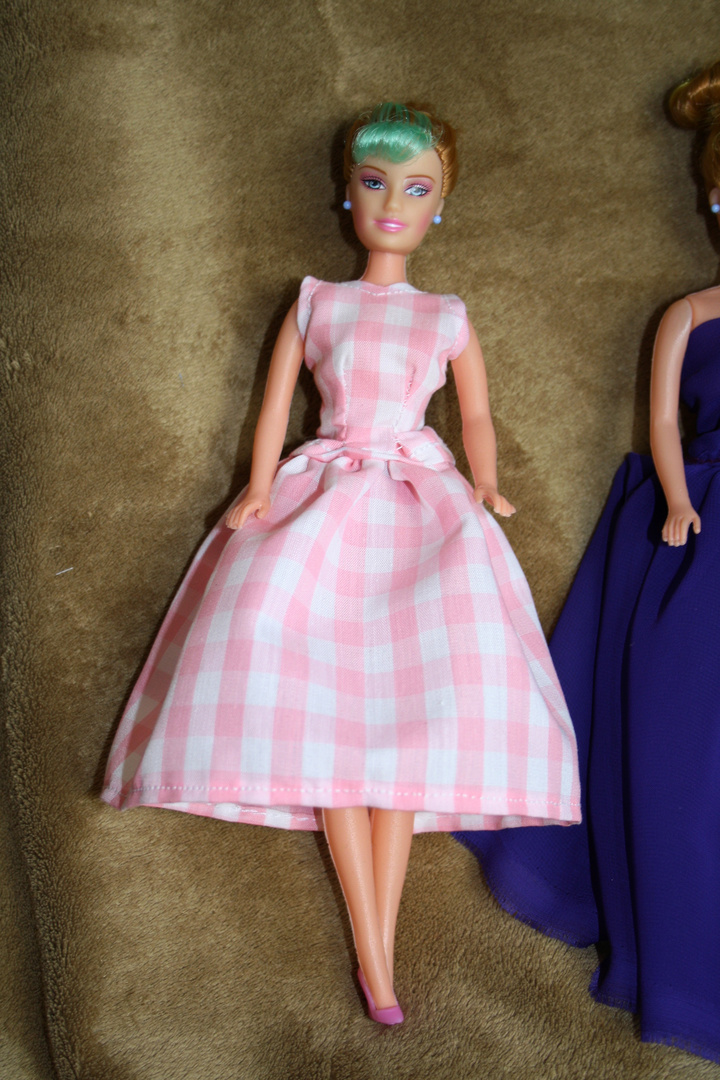 Das Tapfere Schneiderlein: Barbie's New dresses 09