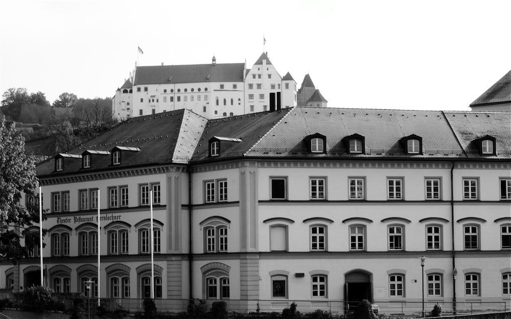 """""""Das Theater um die Burg"""""""