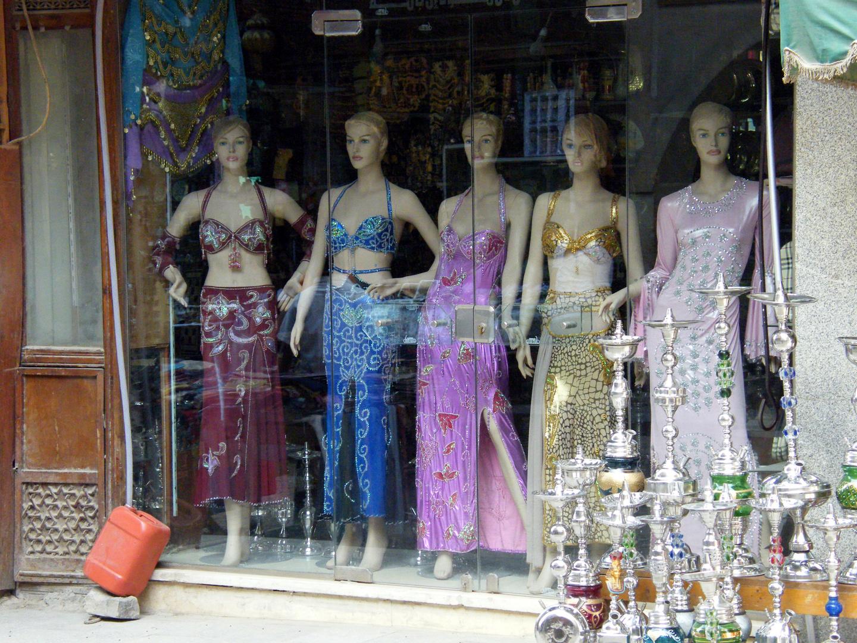Das trägt die ägyptische Frau unter dem Hidschab (oder auch nicht ?)