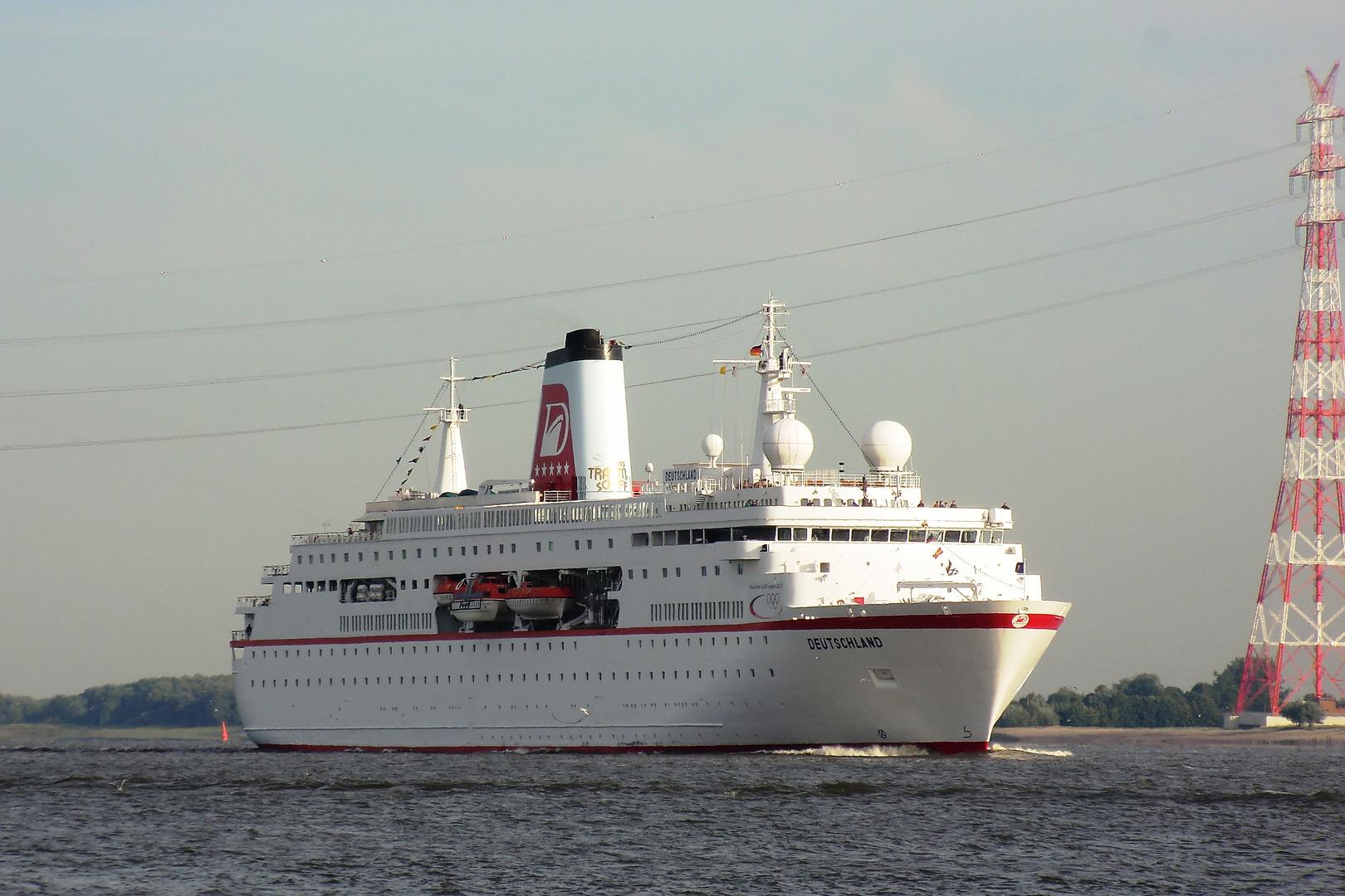 Das Traumschiff fährt nach Hamburg