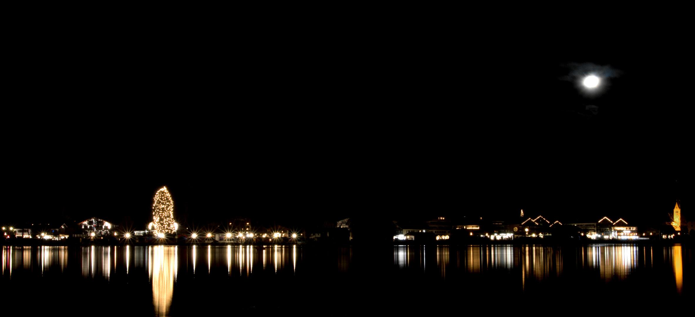 Das Ufer der Seestraße bei Nacht