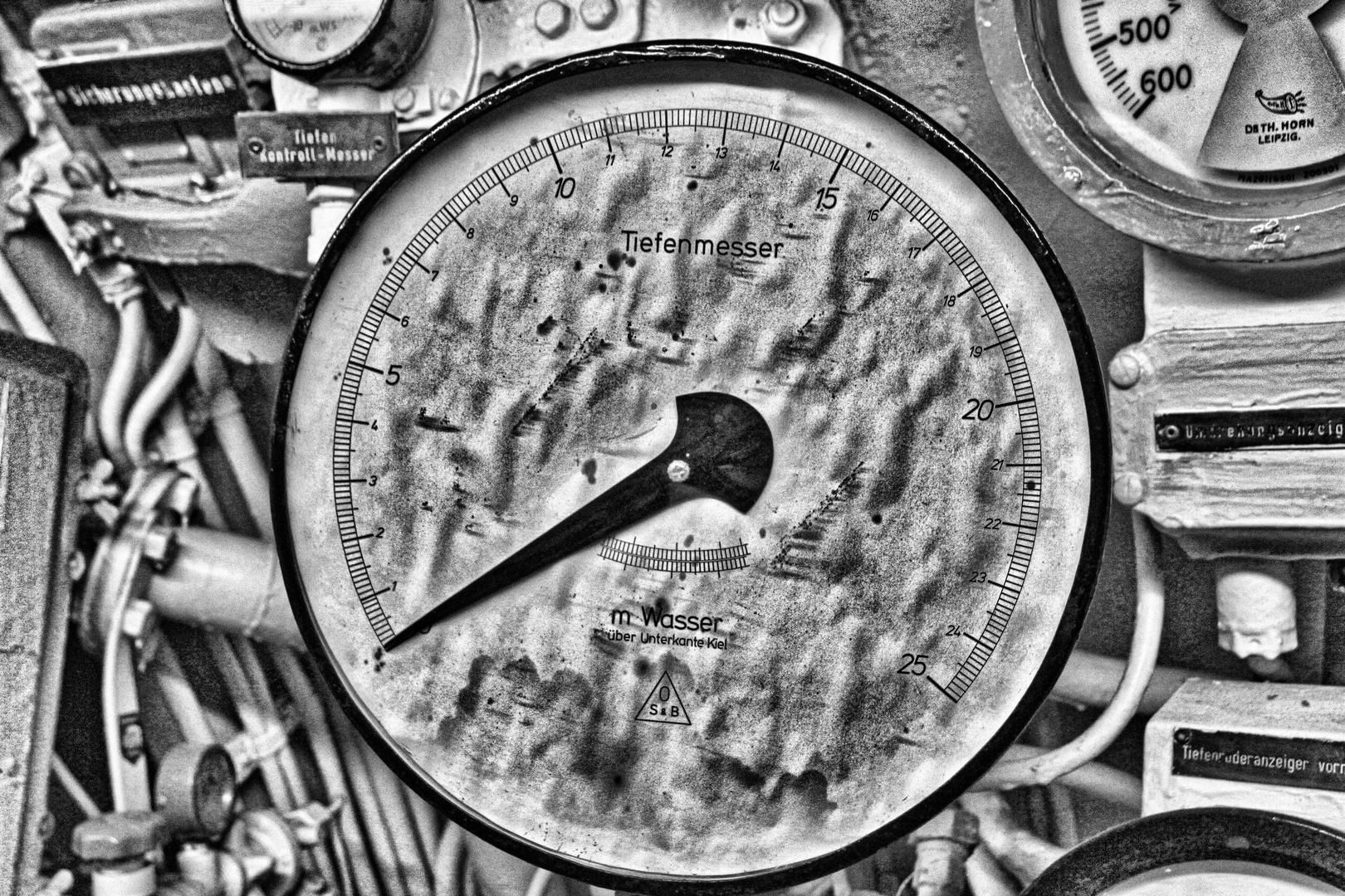 Das verlorene U-Boot - Tiefenmesser