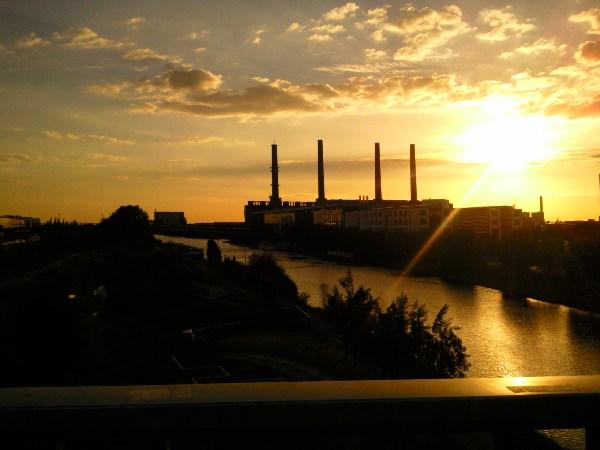 Das VW Werk in Wolfsburg von der Berliner Brücke aus
